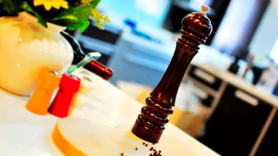 3 Reasons Why You Should Use Manual Salt and Pepper Mill for Your Dish - HolarBlog