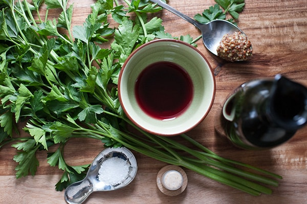 Holar - Blog - 5 Must-Have Vinegars in Your Kitchen and How to Use Them - Red Wine Vinegar