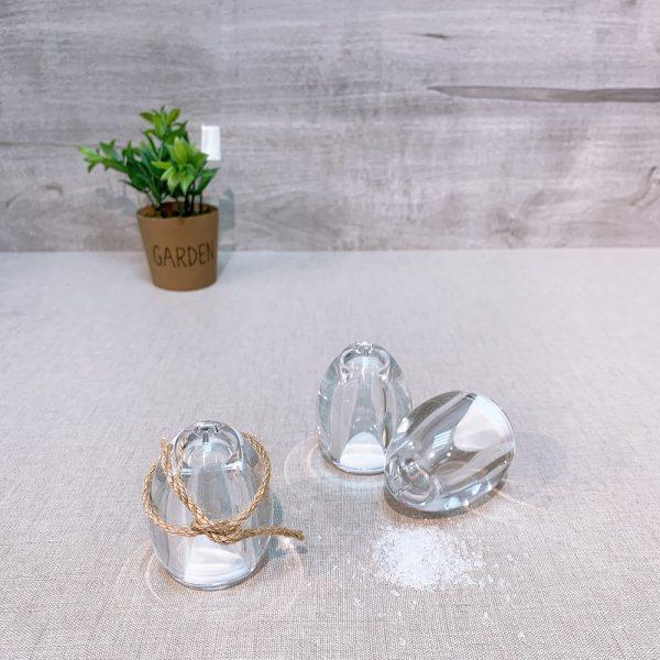 EG-07 Egg-shaped salt and pepper shaker