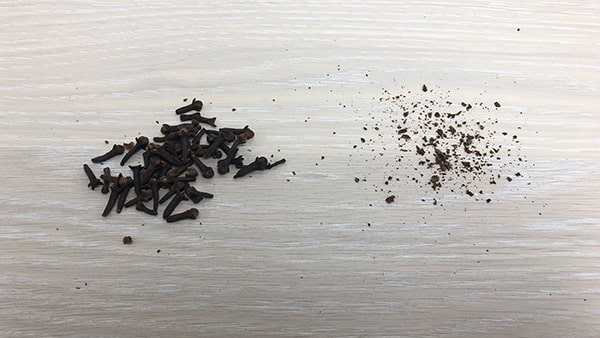 Holar - Blog - 13 Common Spices You Can (Cannot) Grind in Your Salt and Pepper Grinder - Cloves