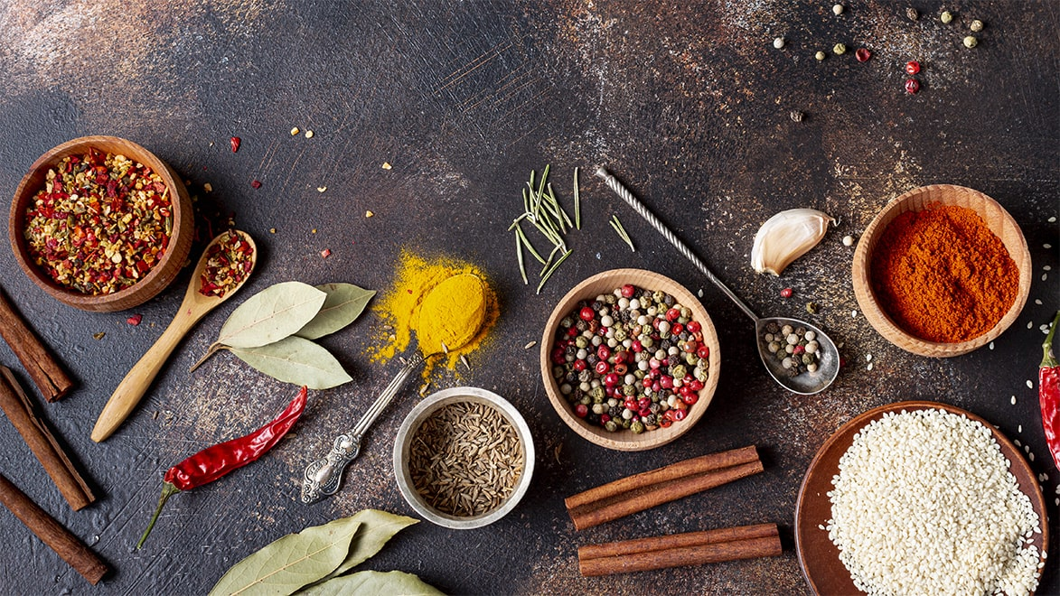 Holar - Blog - 13 Common Spices You Can (Cannot) Grind in Your Salt and Pepper Grinder