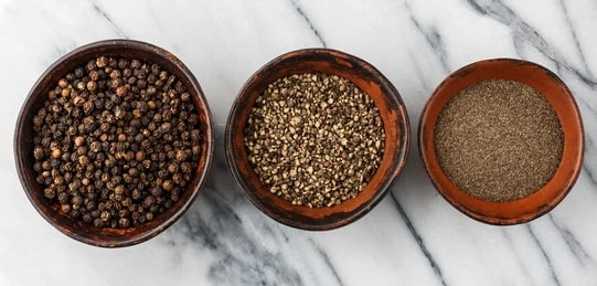 Holar - Blog - Black Pepper Grind Size How It Boosts the Flavor of Your Dishes - Coarse Fine Sizes