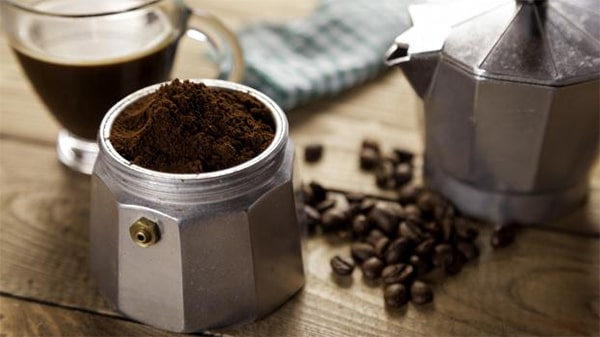 Holar - Blog - Top 10 Manual Coffee Makers for Every Type of Coffee Enthusiast - Moka Pot