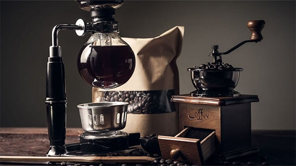 Holar - Blog - Top 10 Manual Coffee Makers for Every Type of Coffee Enthusiast - Siphon Coffee Brewer