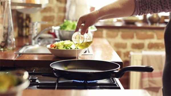 Holar - Blog - What are the uses for different edible oils when cooking - Regular Olive Oil