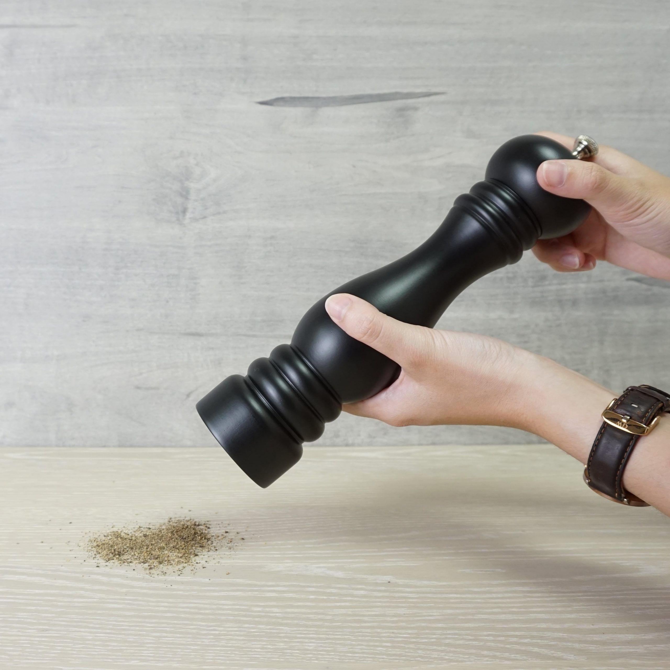 Holar_how to use wood manual salt pepper grinders_AT